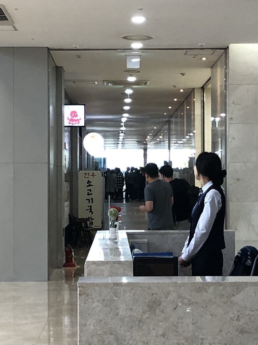 Người dân Hàn Quốc đã đổ xô đi ăn món mỳ lạnh Triều Tiên