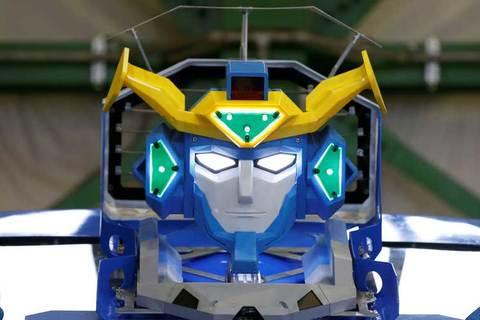 Xe biến thành robot