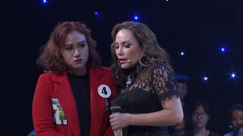 Cô bé Đan Trang bật khóc vì giọng bị khàn do hát quá nhiều.