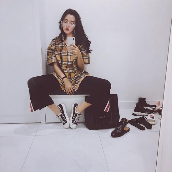 Mê mẩn trước đường cong gợi cảm của Angela Phương Trinh