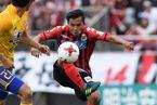 """Đội bóng cũ Công Vinh muốn giữ chân """"Messi Thái"""" bằng 1,6 triệu USD"""