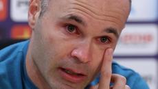 Iniesta rơi nước mắt khi thông báo chia tay Barca