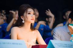 Người đẹp ảnh Ngọc Nữ duyên dáng làm giám khảo cuộc thi nhan sắc