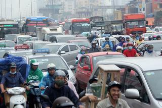 Ngày đầu nghỉ lễ, xe máy chen nhau hít khói ô tô rời Hà Nội