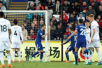 Thắng chật vật, Chelsea phả hơi nóng vào gáy Liverpool