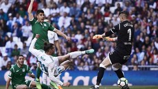 Gareth Bale ghi tuyệt phẩm, Real Madrid áp sát Atletico