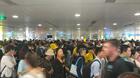 Sân bay Tân Sơn Nhất đông nghịt vì hàng nghìn người đi chơi lễ 30/4