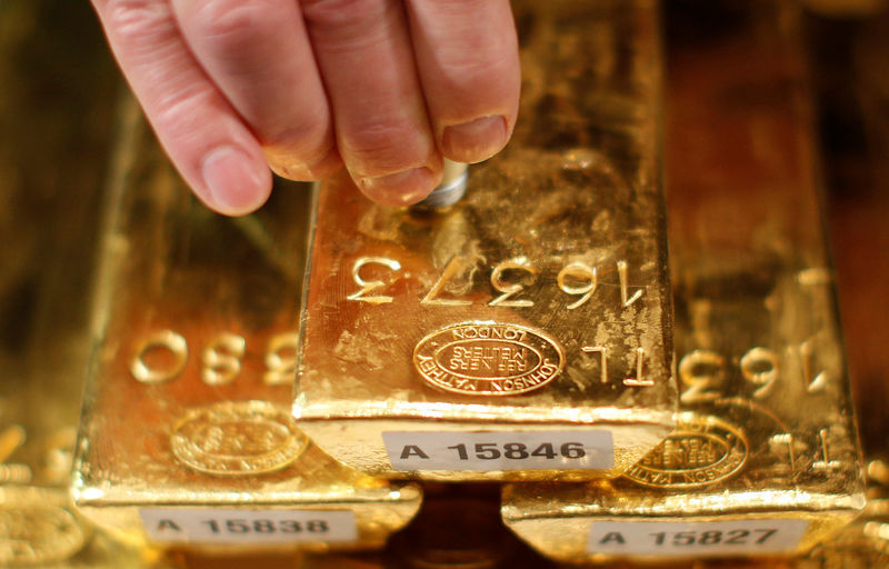 Giá vàng hôm nay 30/4: Bắt đầu tăng, nghe ngóng mua vào