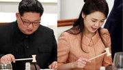 Vợ chồng Kim Jong Un thích thú dùng búa ăn món tráng miệng