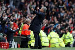 """Mourinho: """"MU may mắn đánh bại Arsenal"""""""