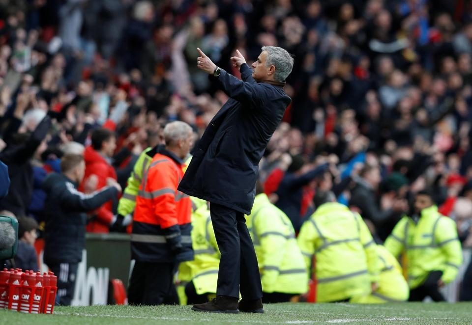 Mourinho: 'MU may mắn đánh bại Arsenal'