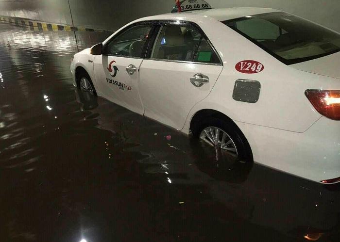 Chỉ một cơn mưa, hầm chui trăm tỷ ở Đà Nẵng biến thành sông