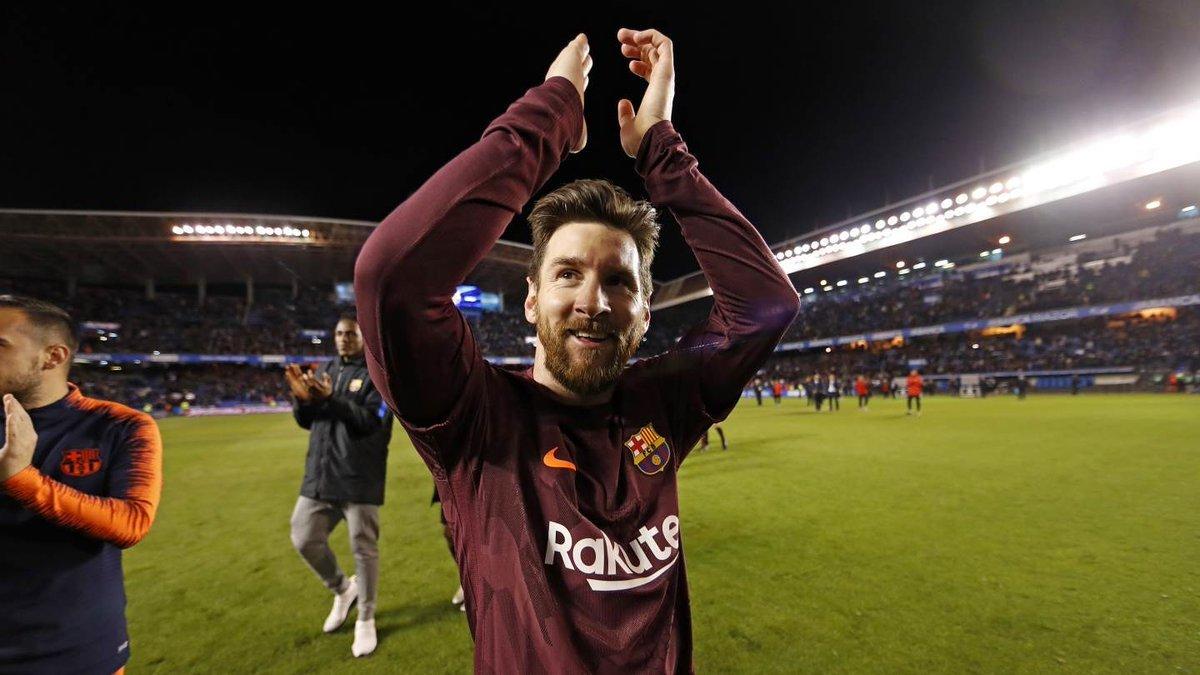 Messi ngất ngây với kỷ lục thế kỷ của Barca