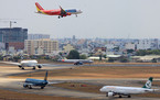 Mưa giông, nhiều chuyến bay đến TP HCM phải hạ cánh ở Cam Ranh