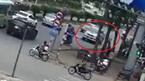 Lùi ẩu ngược chiều, xe bán tải đâm chết người đi xe đạp