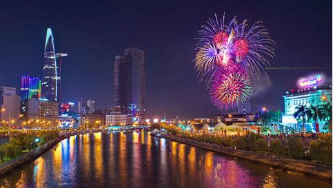 bắn pháo hoa ở TP.HCM chào mừng ngày thống nhất đất nước