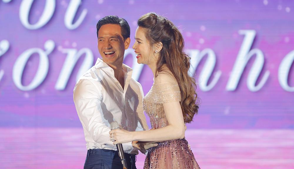 Kim Lý khoá môi ngọt ngào Hồ Ngọc Hà trước hơn 1000 khán giả