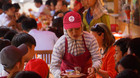 Phố hàng rong ở Sài Gòn: 'Người bán mỏi tay, người ăn ngon rẻ'