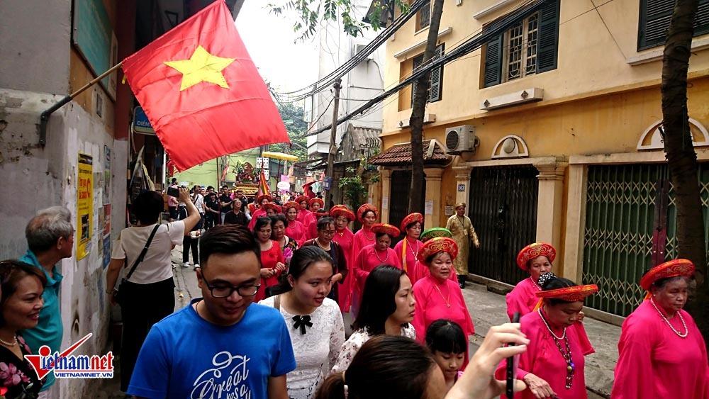 Hà Nội: Dân làng cổ trẩy hội trên con đường 'đắt nhất hành tinh'