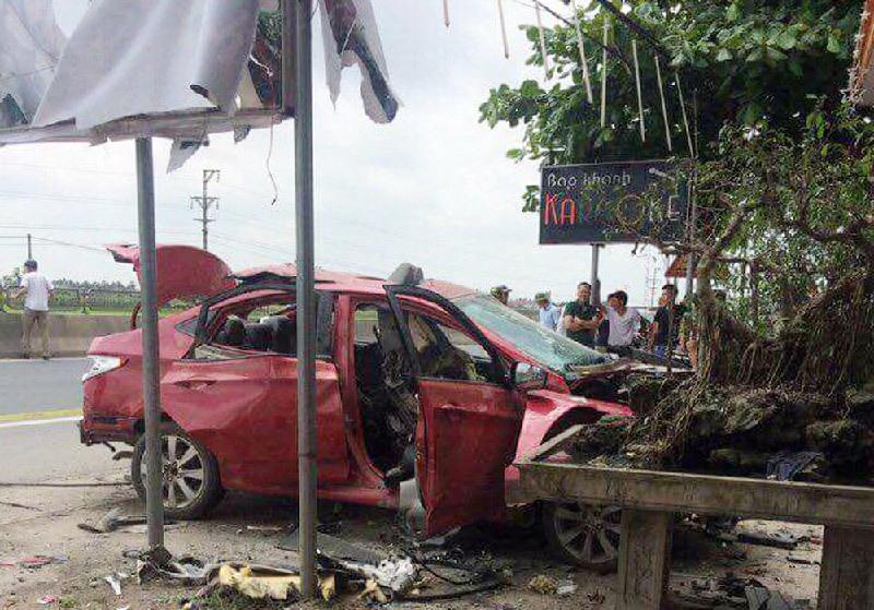 Hải Phòng: Ô tô đỗ trước quán karaoke nổ tung trong đêm