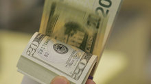 Tỷ giá ngoại tệ ngày 4/5: Ồ ạt chốt lời, USD chưa rời đỉnh
