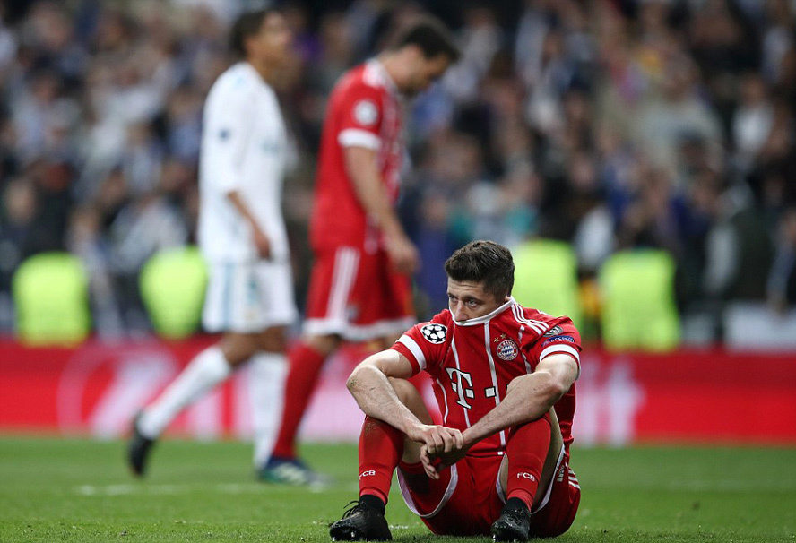Bayern 'chết đứng' vì sai lầm tai hại của thủ môn
