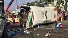 Xe khách đấu đầu xe tải: 1 người chết, 10 người bị thương