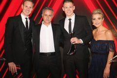 Danh tính cầu thủ MU nhận thưởng đặc biệt từ Mourinho