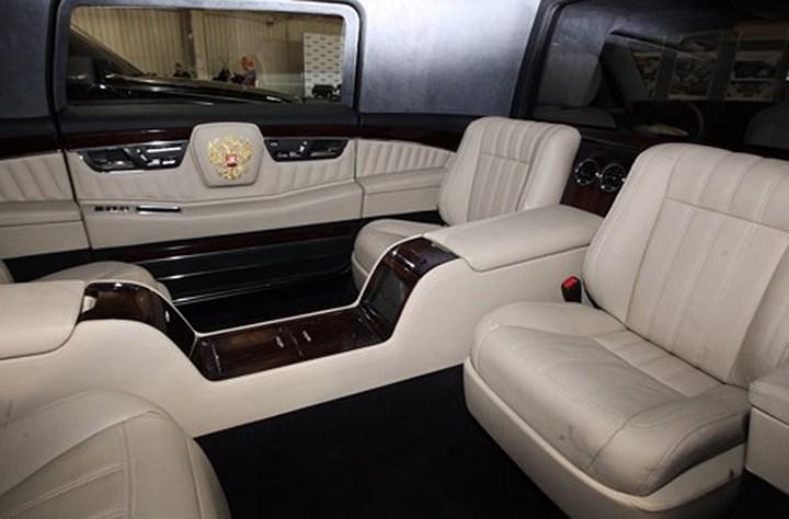 Limousine chống đạn của Tổng thống Nga Putin xuất hiện trên phố