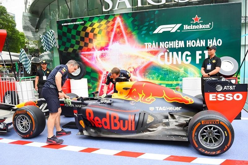 Cận cảnh xe đua F1 'đại náo' Việt Nam