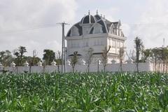 Trầm trồ tòa lâu đài tráng lệ của cụ bà 78 tuổi ở Hà Tĩnh