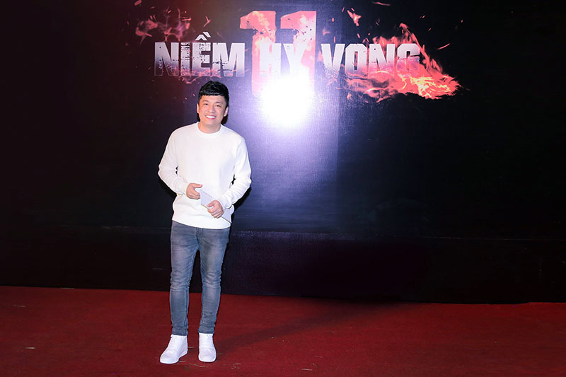 MC Phương Mai mặc táo bạo đi ra mắt phim 26 tỉ