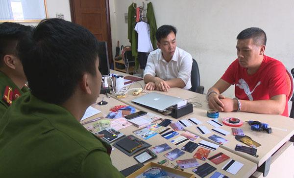Bắt người TQ dùng thẻ giả trộm tiền cây ATM ở Hạ Long