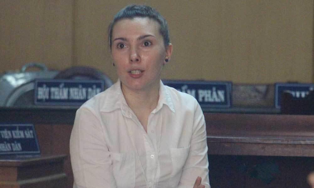 Cô gái Nga bị giam cả đời vì 'túi quà độc' của người tình