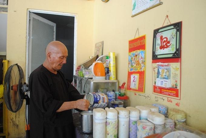 Vợ chồng Sài Gòn bỏ chục tỷ đồng xây khách sạn cho người vô gia cư