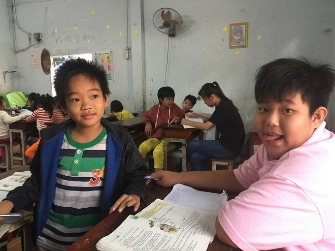 Lớp học tình thương,Hoàn cảnh khó khăn,Từ thiện