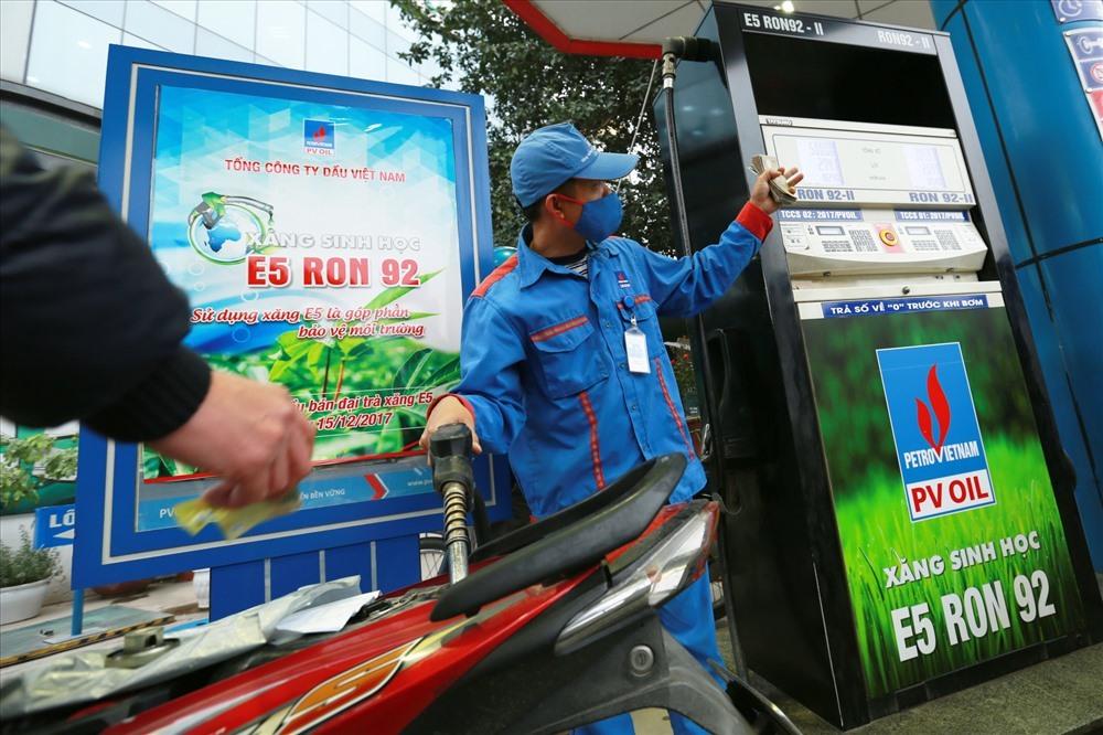 Giá xăng dầu hạ nhiệt, chờ ngày mai giảm sâu