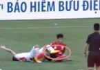 Video cầu thủ Viettel bị gãy gập chân trên sân Hàng Đẫy