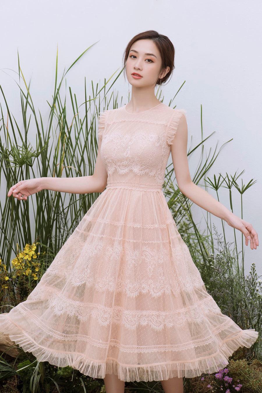 Vẻ đẹp mong manh khó rời mắt của Jun Vũ