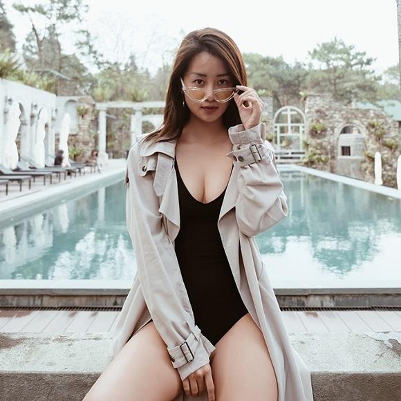 Quỳnh Chi khoe vẻ đẹp gợi cảm với bikini