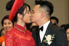 Diệp Lâm Anh hôn chồng đắm đuối trong lễ cưới
