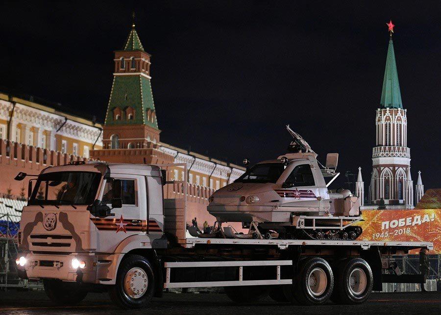 Xem tên lửa siêu thanh, dàn vũ khí khủng Nga sắp 'khoe'