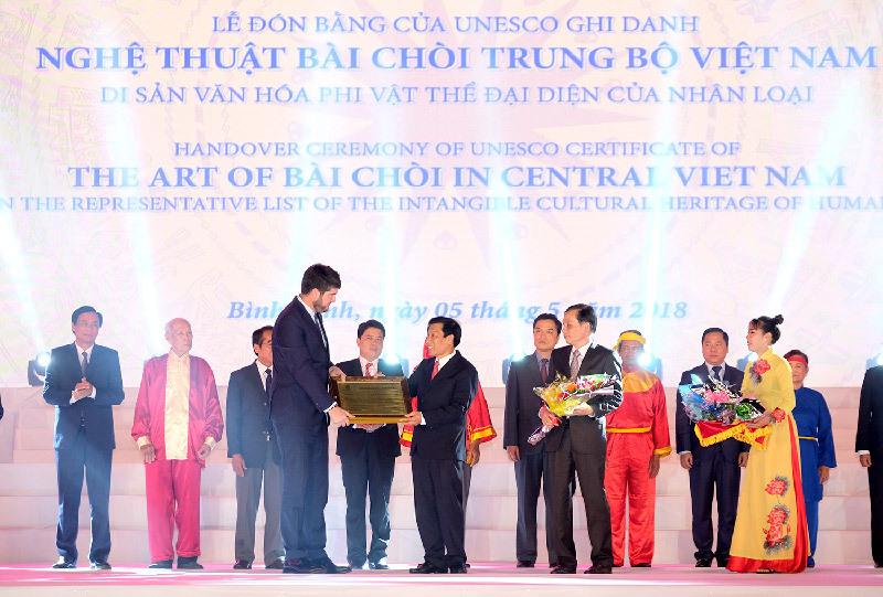Thủ tướng: Hãy để tiếng ca bài chòi lan tỏa niềm lạc quan về thế và lực của Việt Nam