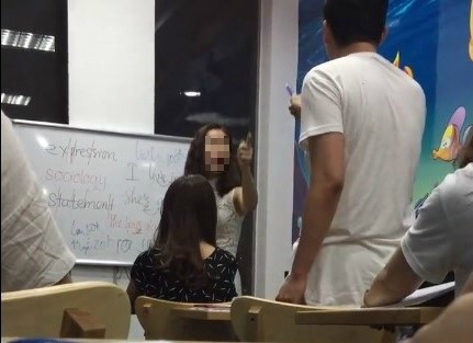 Cô giáo chửi học sinh,Trung tâm tiếng Anh