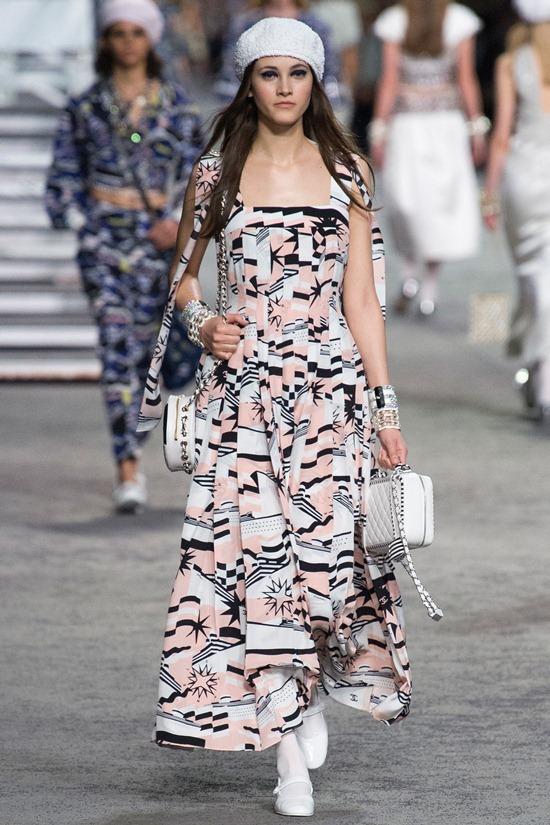 Cơn sốt Minibag mở màn đầy ấn tượng ở Chanel Resort 2019