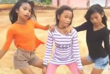 """Ba cô bé đem lại sức sống mới cho ca khúc """"Người âm phủ"""""""