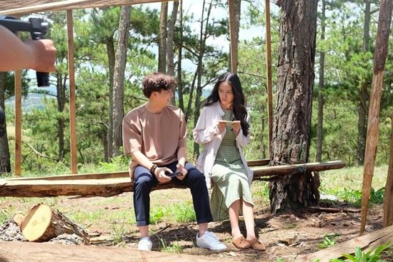 Ngô Kiến Huy, Hòa Minzy khổ vì yêu trong MV mới