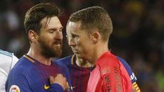 """Dư âm Siêu kinh điển: Ramos tố Messi """"chơi bẩn"""" với trọng tài"""