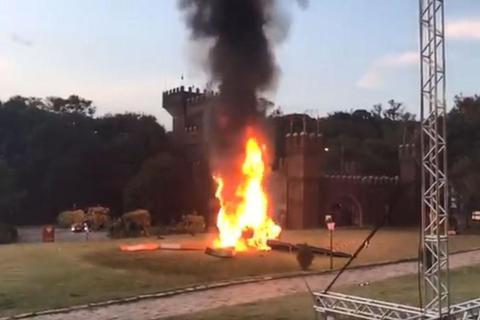trực thăng chở cô dâu rơi, bốc cháy ngùn ngụt
