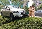 4 người kêu cứu trong taxi bị tông biến dạng ở Sài Gòn